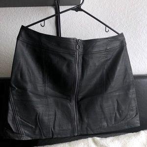 Hot Topic Black Zip-Up Skirt